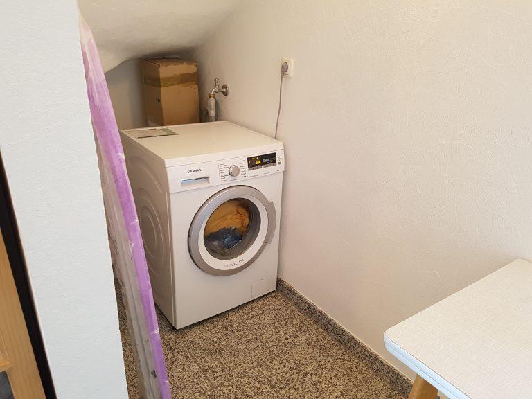 Waschmaschine mit Bügelausstattung