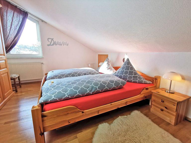 Wohnung-Bergtraum-Schlafzimmer-01